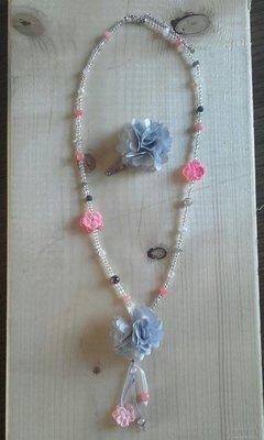 Lange ketting bloem zalm roze/grijs