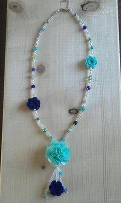 Lange ketting bloem blauw wit
