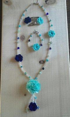 Sieradenset + haarspeldjes blauw wit