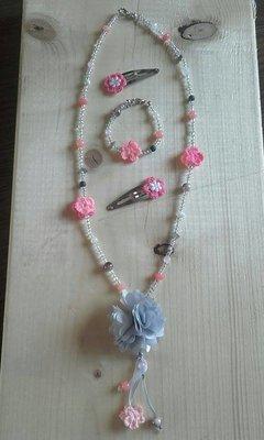 Sieradenset + haarspeldjes zalm roze/grijs