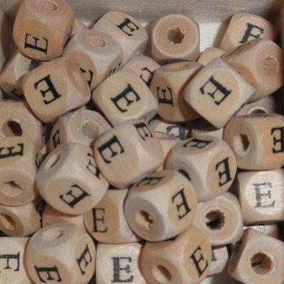 Houten letterkraal E